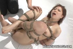 Asiatica atada en bondage y follada video Sadomaso