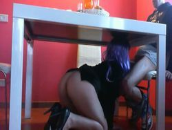 Por debajo de la mesa video Glory Hole