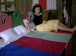 Blancanieves y la nueva casa video Sexo y humor